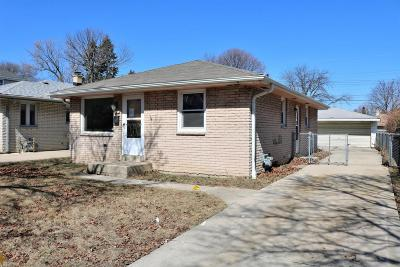 Milwaukee Single Family Home For Sale: 2406 W Leroy Ave