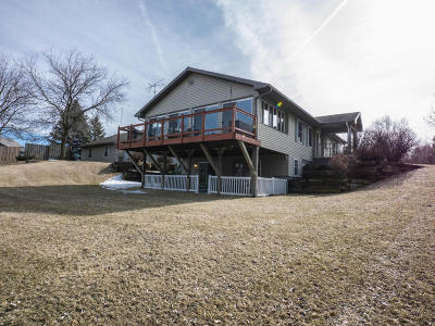 Johnson Creek Single Family Home Active Contingent With Offer: N5727 Indianhead Dr