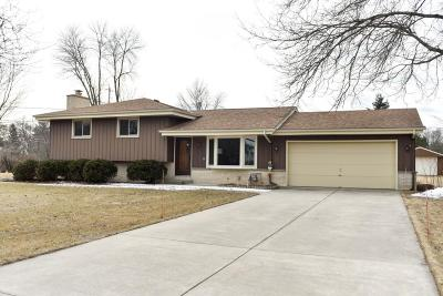Mequon Single Family Home Active Contingent With Offer: 3127 W Grace Ave
