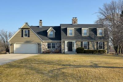 Mequon Single Family Home For Sale: 3808 W Marseilles Dr