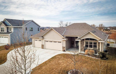 Oak Creek Single Family Home Active Contingent With Offer: 1080 E Prairie View Dr