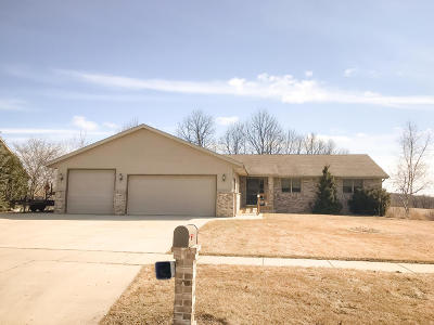 West Bend Single Family Home Active Contingent With Offer: 1223 Villa Park Dr