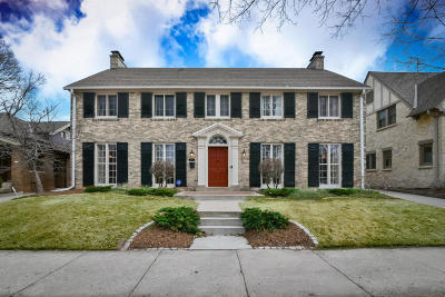Milwaukee County Single Family Home Active Contingent With Offer: 4470 N Frederick Ave