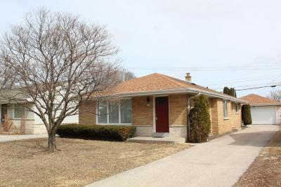 Wauwatosa WI Single Family Home Active Contingent With Offer: $199,900