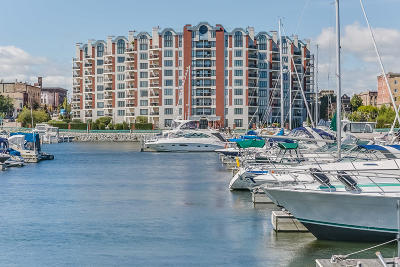 Racine Condo/Townhouse Active Contingent With Offer: 333 Lake Ave #306