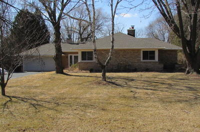 Mequon Single Family Home Active Contingent With Offer: 11425 N Riverland Rd