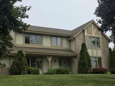 Waukesha Single Family Home For Sale: S49w23360 Mill Creek Trl