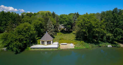 Ozaukee County Single Family Home Active Contingent With Offer: 3827 W Le Grande Blvd