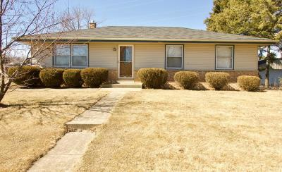 Ozaukee County Single Family Home Active Contingent With Offer: 333 S Mayfair Dr.