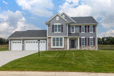 Pewaukee Single Family Home Active Contingent With Offer: W223n4663 Seven Oaks Dr