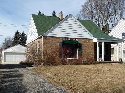 Glendale Single Family Home Active Contingent With Offer: 5619 N Milwaukee River Pkwy
