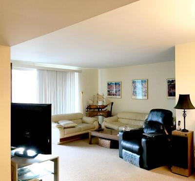 Glendale Condo/Townhouse Active Contingent With Offer: 2470 W Good Hope Rd #170
