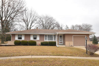 Greendale Single Family Home Active Contingent With Offer: 5550 Oakwood Ct