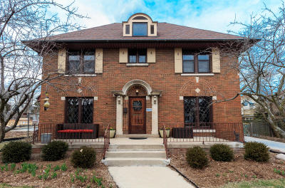 Milwaukee County Single Family Home Active Contingent With Offer: 2114 E Wood Pl