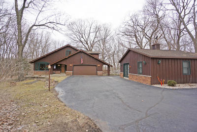 Mukwonago Single Family Home Active Contingent With Offer: S87w28329 Lookout Ln