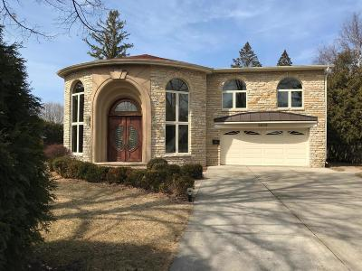 Milwaukee County Single Family Home For Sale: 6909 N Belmont Ln