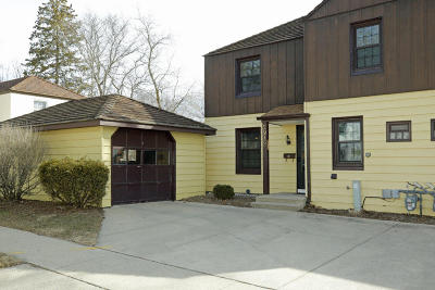 Greendale Single Family Home For Sale: 5912 Dale Ln