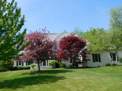 Ozaukee County Single Family Home For Sale: 4423 W Squire Rd