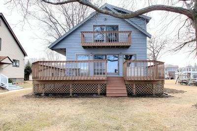 Single Family Home Active Contingent With Offer: N27w27018 Woodland Dr