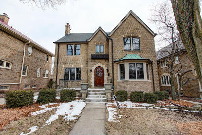 Milwaukee County Single Family Home Active Contingent With Offer: 1621 E Cumberland Blvd