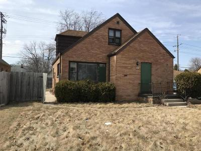 Milwaukee Single Family Home For Sale: 3301 N 76th St