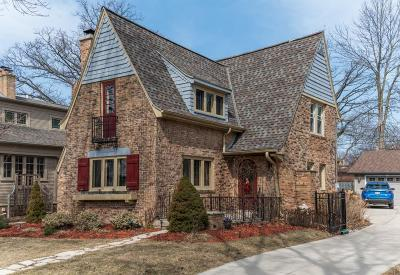 Milwaukee County Single Family Home Active Contingent With Offer: 820 E Lake Forest Ave