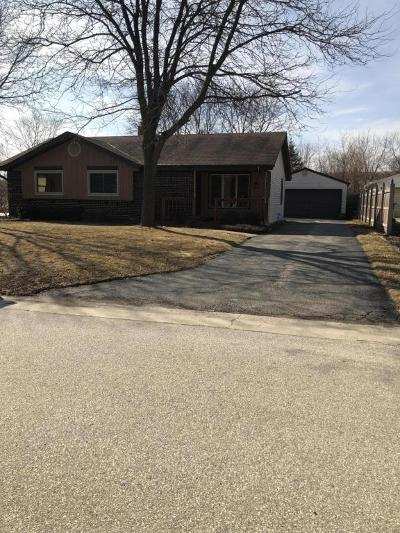 Hartland Single Family Home Active Contingent With Offer: 165 Willow Dr