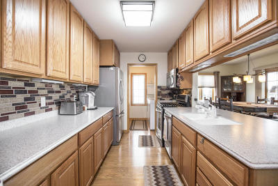 Hartford Condo/Townhouse Active Contingent With Offer: 338 Simon Dr