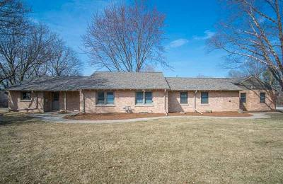 Brookfield Single Family Home Active Contingent With Offer: 2585 Fairview Ln