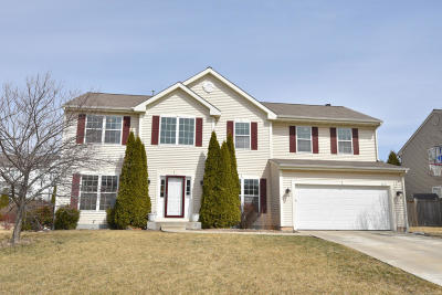 Ozaukee County Single Family Home Active Contingent With Offer: 2270 Cherokee St