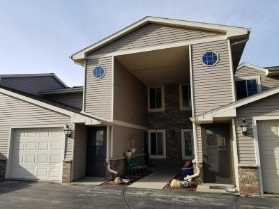 Condo/Townhouse Active Contingent With Offer: 715 Shepherds Dr #4