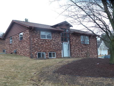 Slinger Single Family Home Active Contingent With Offer: 116 Oakview Dr
