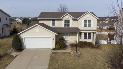 Waukesha Single Family Home Active Contingent With Offer: 2424 Emslie Dr