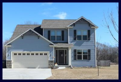 Johnson Creek Single Family Home Active Contingent With Offer: 1137 Red Oak Cir