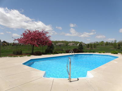 Nashotah Single Family Home Active Contingent With Offer: W331n3457 Maplewood Rd
