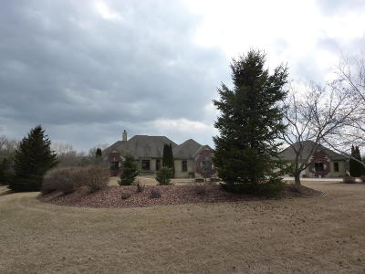 Waukesha County Single Family Home Active Contingent With Offer: W375s2371 Gramling Cir