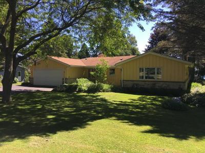 Ozaukee County Single Family Home For Sale: 5032 Country Club Beach Rd