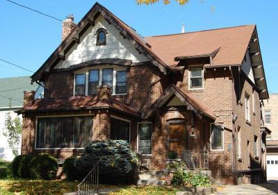Milwaukee Single Family Home For Sale: 1120 E Pleasant St