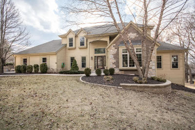 Brookfield Single Family Home For Sale: 2305 Indian Trl