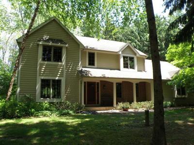 Delafield Single Family Home For Sale: N11w31557 Pine Ridge Cir