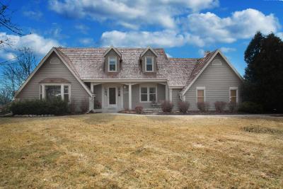 Pewaukee Single Family Home For Sale: N33w23399 Greenbriar Ct