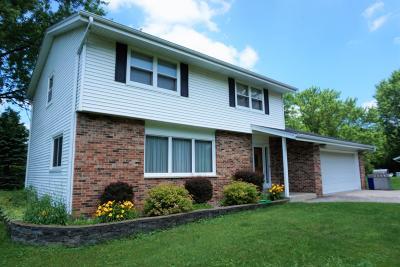 Oconomowoc Single Family Home For Sale: N59w39740 Sunnyfield Dr