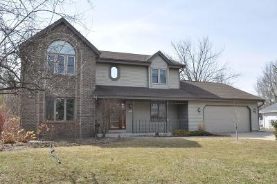 Muskego WI Single Family Home Active Contingent With Offer: $380,000