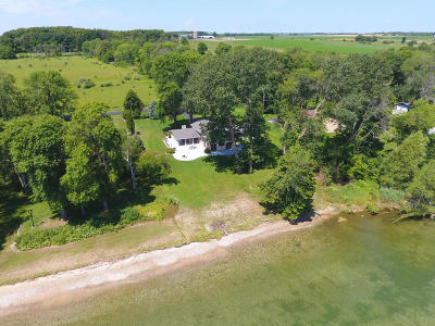 Ozaukee County Single Family Home Active Contingent With Offer: 5364 Sandy Beach Ln