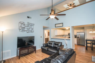 Hartland Condo/Townhouse Active Contingent With Offer: 4835 Easy St #6
