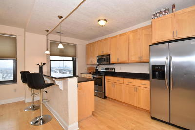 Milwaukee WI Condo/Townhouse Active Contingent With Offer: $210,000