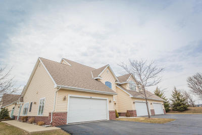 Pewaukee Condo/Townhouse Active Contingent With Offer: 1114 Quinlan Dr #B