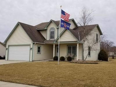 Mukwonago Single Family Home Active Contingent With Offer: 101 Small Farm Rd