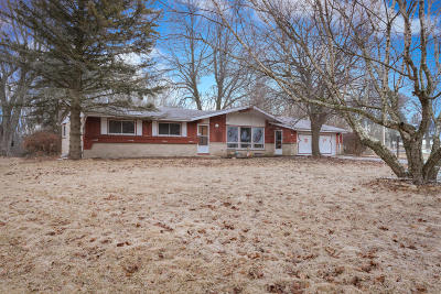 Ozaukee County Single Family Home Active Contingent With Offer: 1084 S Main St
