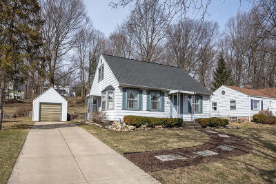 Brookfield Single Family Home Active Contingent With Offer: 925 Post Rd
